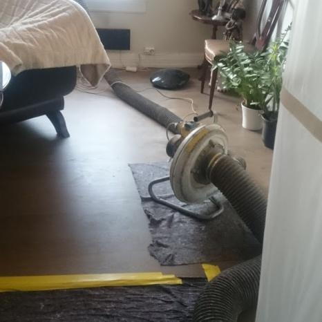 Støvsuger for å føre støv og smuss ut.